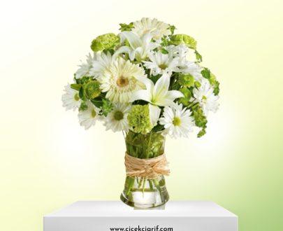 Şık-Vazoda-Beyaz-Mevsim-Çiçekleri-Aranjman