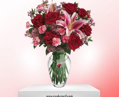 Vazoda-Renkli-Mevsim-Çiçekleri-ve-Lilum-Aranjman